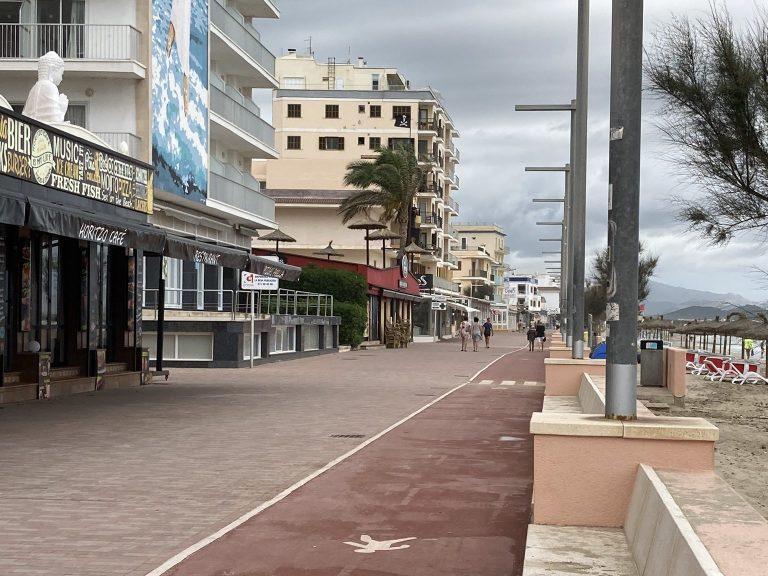 Strandpromenade von Can Picafort auf Mallorca in Zeiten von Corona