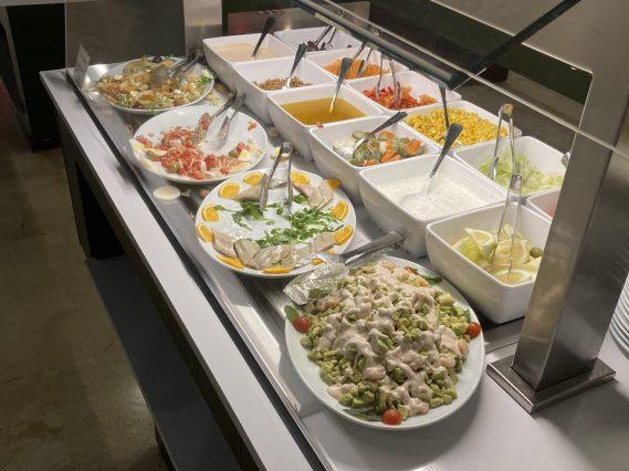 Salat-Bar eines Hotel-Buffets