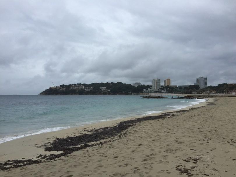 Der Strand von Magaluf bei schlechtem Wetter.