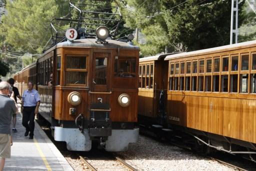 """Die historische Eisenbahn der """"Rote Blitz"""" auf Mallorca"""