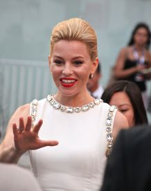 American actress Elizabeth Banks dazzles on the red carpet of the Everest premiere in Venice