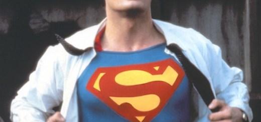 Clark Kent reveals his Superman costume - dreamdolove.com