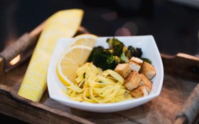 Tofupasta sitruunapestolla – 1 annos / 602 kcal