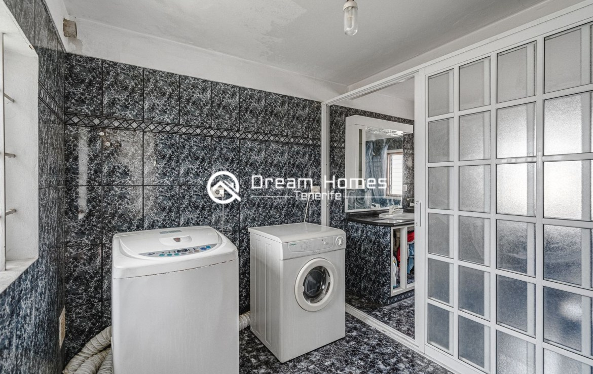 Family home in Cabo Blanco Bathroom Real Estate Dream Homes Tenerife