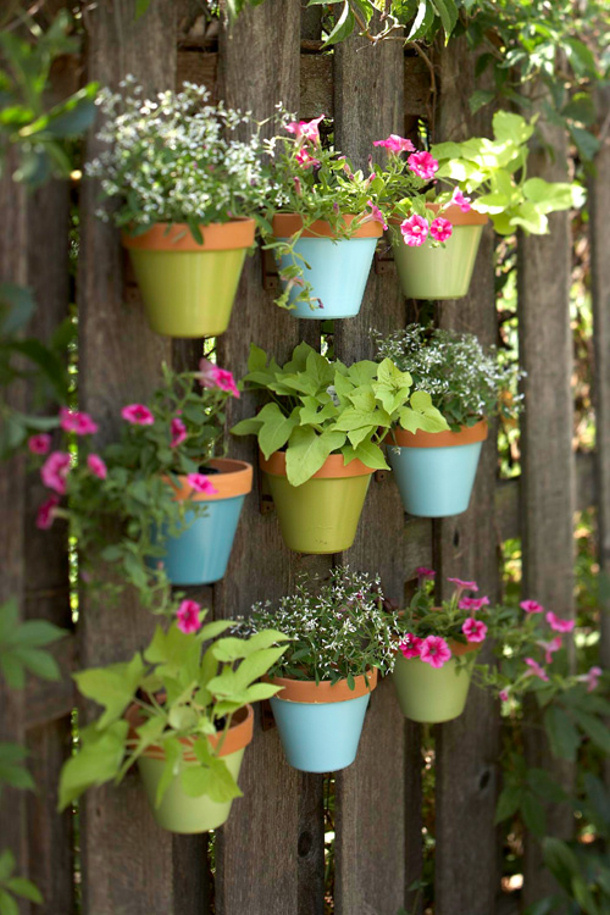 DIY Projects - Build a Lively Potted Vertical Garden on your Fence via Nice Decors