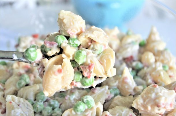 Easy Creamy Bacon Pea and Ranch Pasta Salad Side Dish Recipe - No chopping or dicing required and perfect for 4th of July and Memorial Day picnics, potlucks, block parties and barbecues. NO waiting! Simple crowd favorite that's quick and ready to eat in 15 minutes. SO YUMMY, SO FAST! - Dreaming in DIY