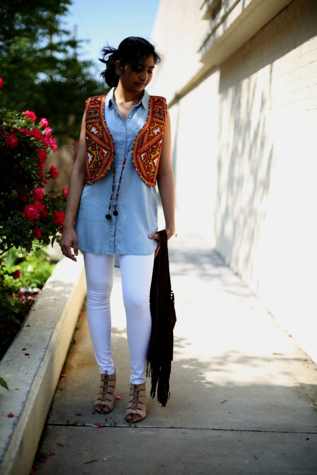 chambray-tunic-white-jeans
