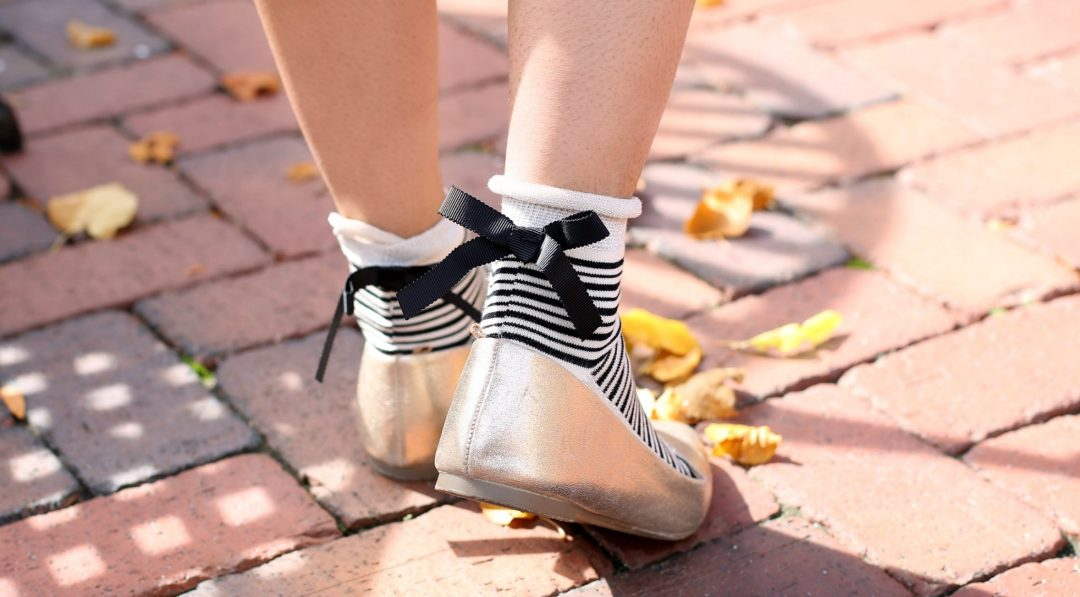 free-people-parisi-stripe-bow-ankle-socks