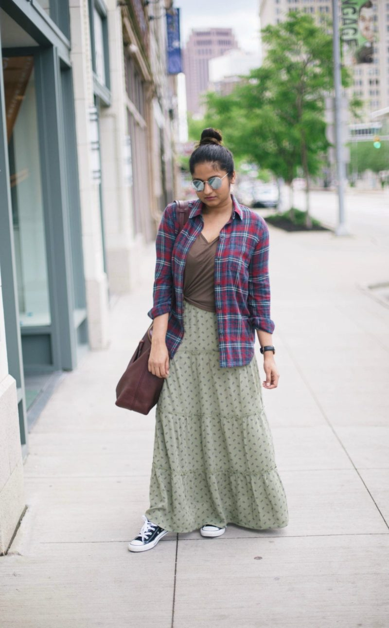 how-to-wear-converse-sneakers-with-maxi-skirts