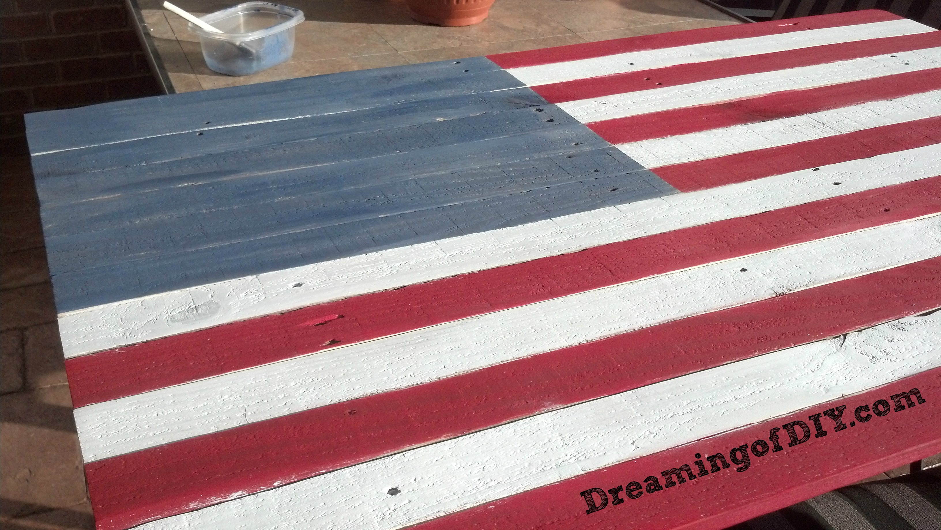 pallet flag and labor day dreamingofdiy. Black Bedroom Furniture Sets. Home Design Ideas