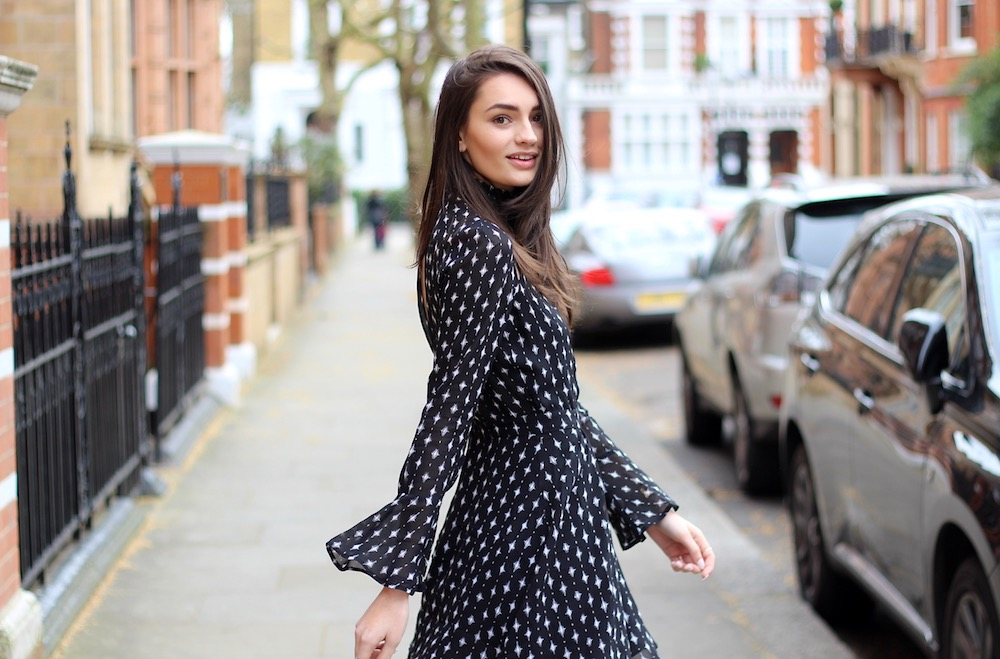 Style Blog to Watch: Peexo in monochrome flared skater skirt
