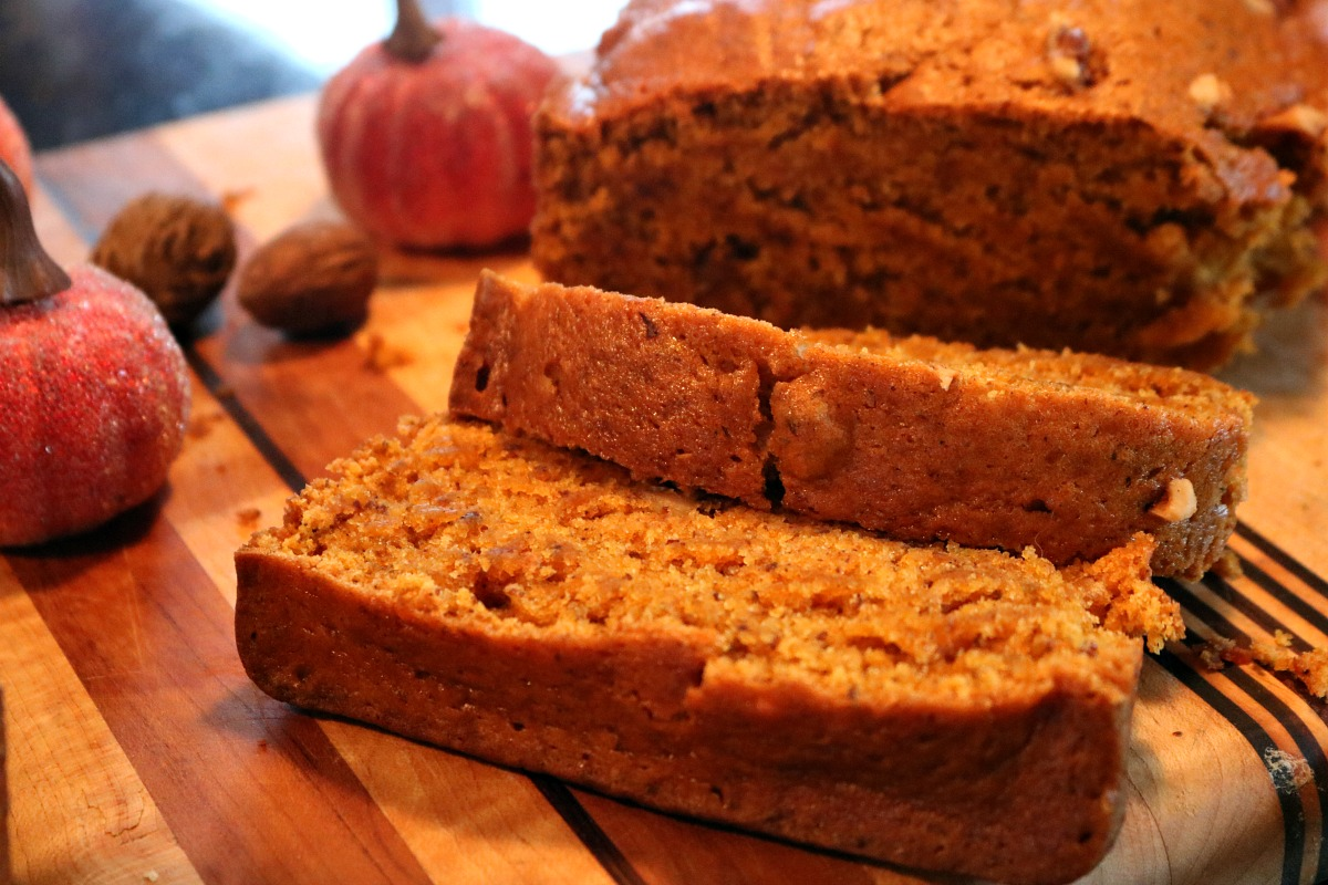 Easy Vegan Pumpkin Spice Bread Recipe I DreaminLace.com