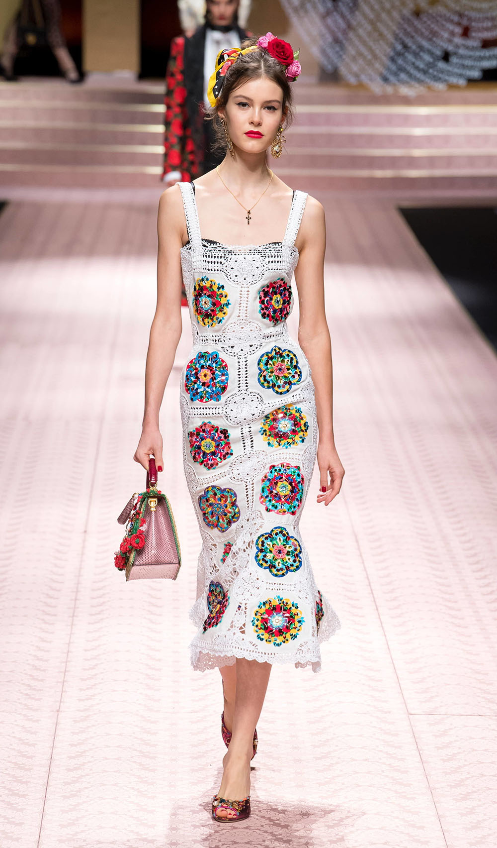 Best Dolce and Gabbana Spring 2019 Looks from the Runway at Milan Fashion Week #DolceGabbana #DGFamily #Milan #fashionweek #MFW
