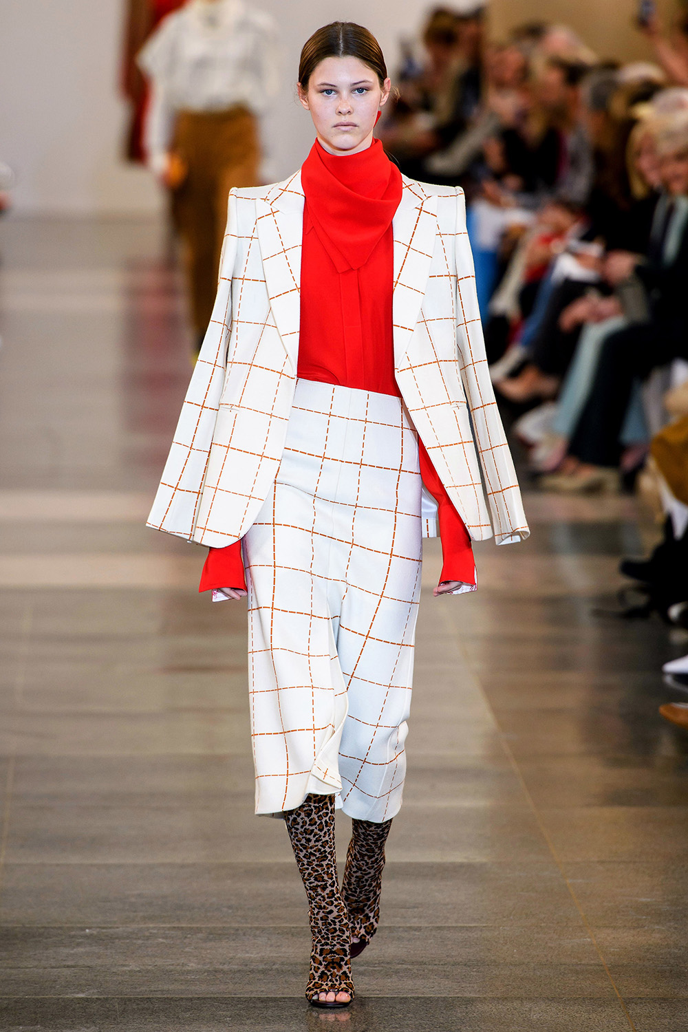 Best London Fashion Week Looks Off the Fall 2019 Runways I Victoria Beckham suiting #FashionWeek #LFW #DesignerFashion