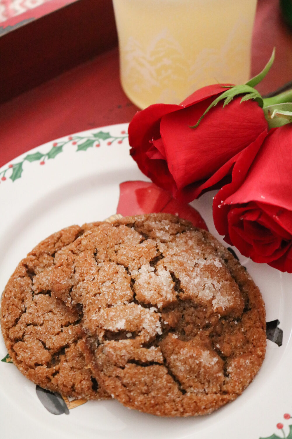 Chewy Vegan Molasses Cookie Recipe for the Holidays by Candace Cameron Bure I Dreaminlace.com #veganrecipes #christmascookie #ChristmasRecipe
