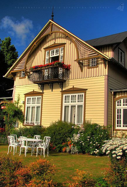 German Colonial House : german, colonial, house, Color, Combinations:, Paint, Colonial, Style, House, Historically, Accurate, Colors, Painting, Ideas
