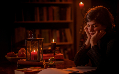 Unwind - Use candlelight for reading / meditation