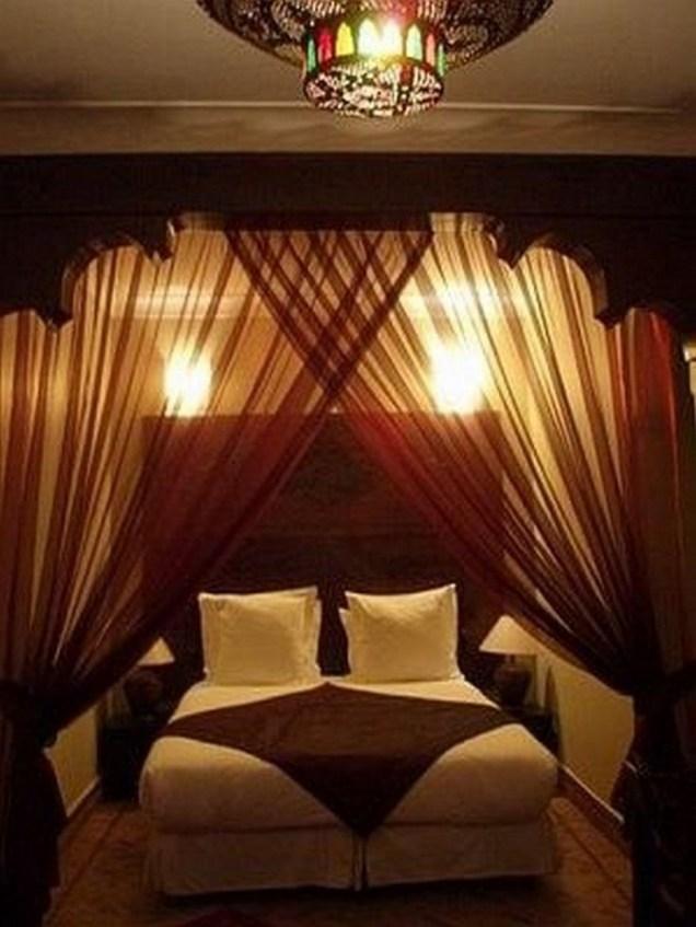 35 Romantic Bedroom Ideas 26