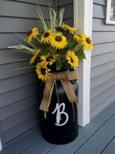 38 Farmhouse Style Front Porch Ideas 20