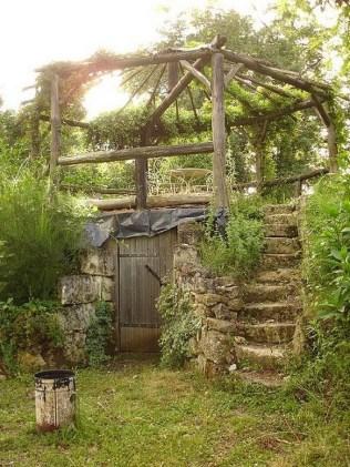 39 Inspired Garden Gates For A Beautiful Backyard 31