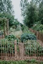 39 Inspired Garden Gates For A Beautiful Backyard 33