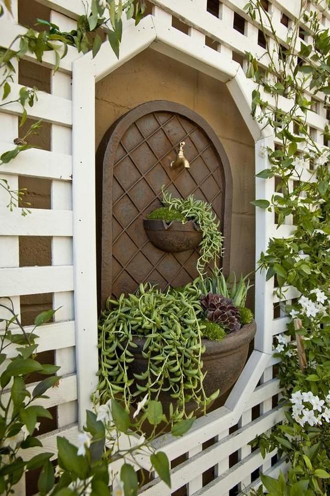10 Gorgeous Garden Gate Home Decor 17