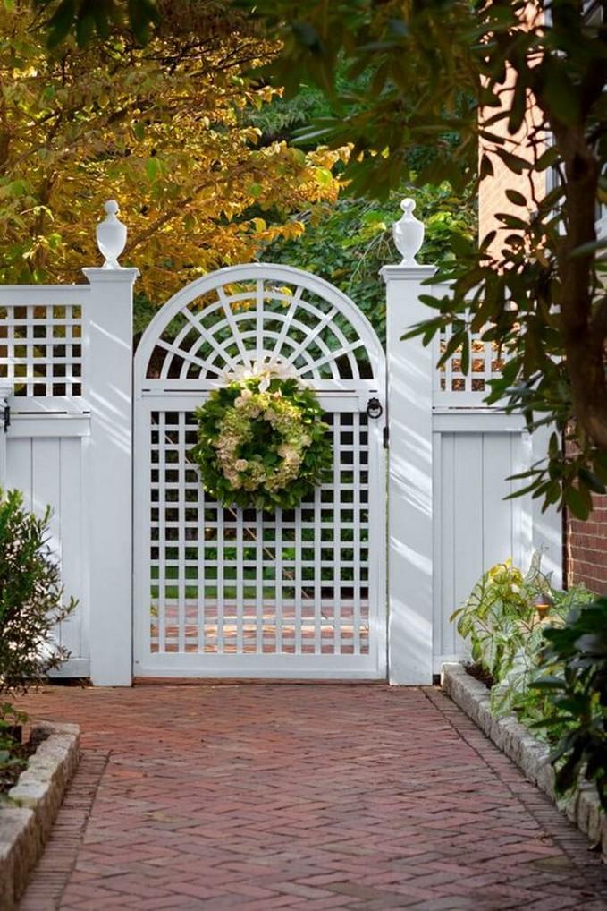 10 Gorgeous Garden Gate Home Decor 9