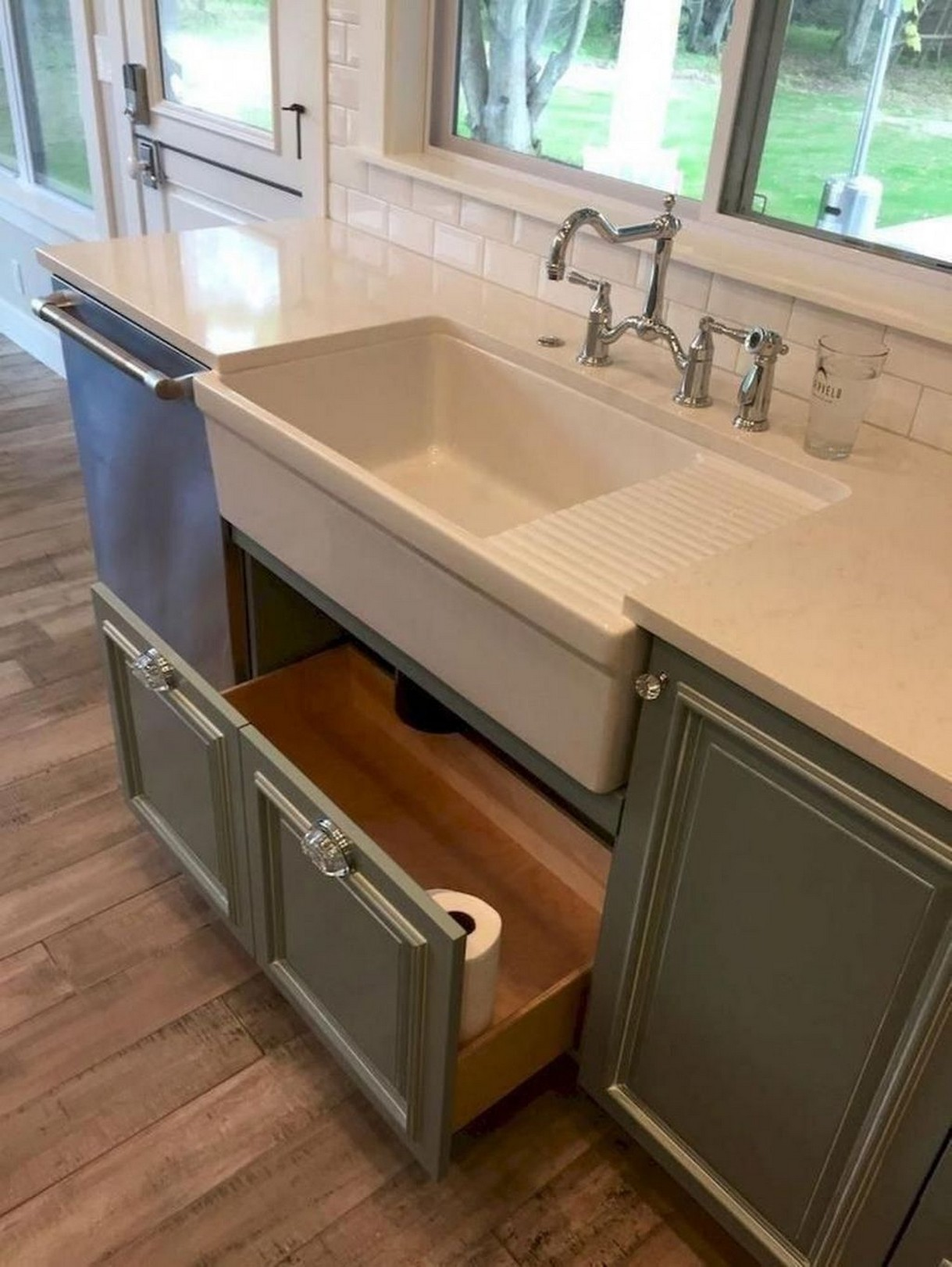 74 Things A Farmhouse Kitchen Sink Can Do For You Home Decor 14