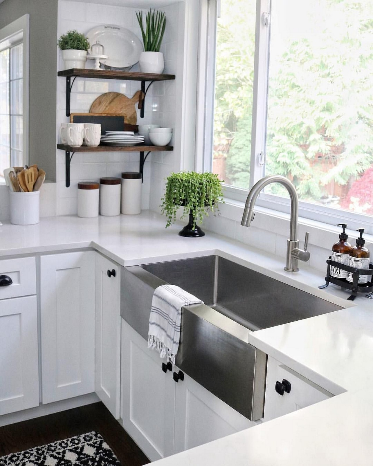 74 Things A Farmhouse Kitchen Sink Can Do For You Home Decor 44