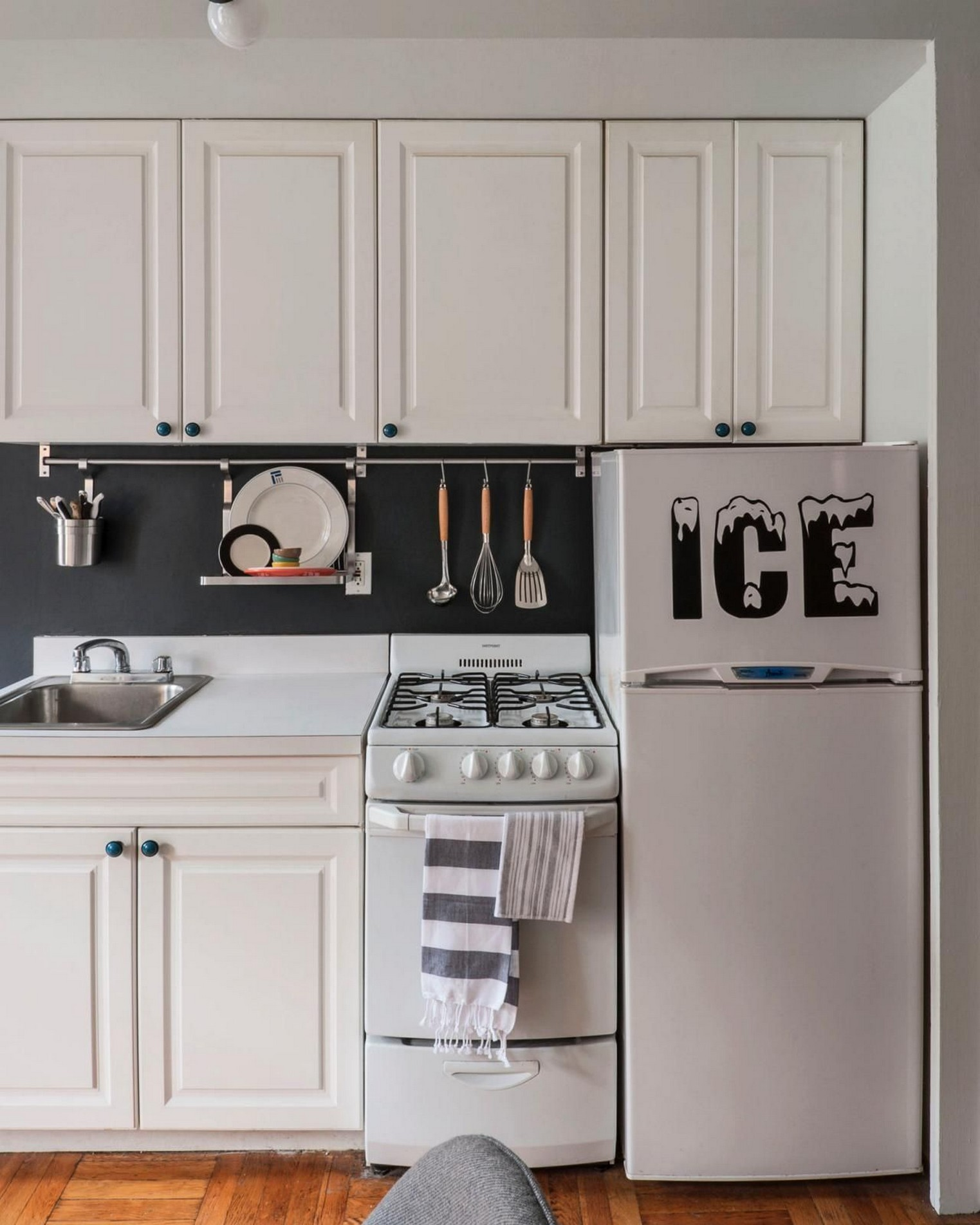 86 Some Small Kitchen Ideas To Help You Do Up Your Kitchen 25