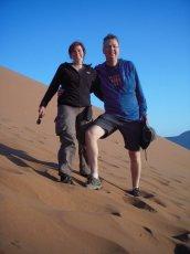 Slvia und Lutz beim Dünen-Abstieg (wir freuen uns aufs Frühstück)