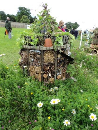 These give you great ideas how to create your own bug houses in your gardens