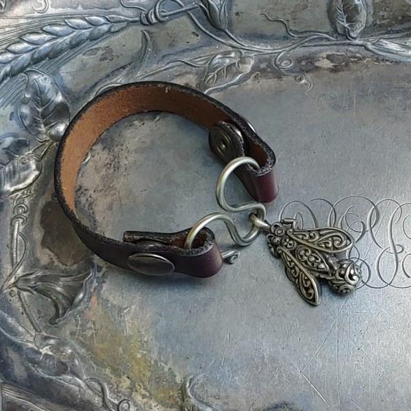 JUL Honeybee Serpentine Single-Wrap Charm Lock Cuff, Dream Weaver Yarns LLC