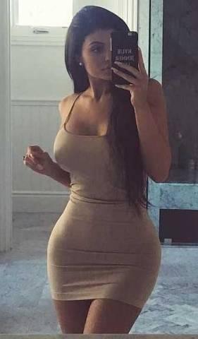 kylie_breasts_gigantic1