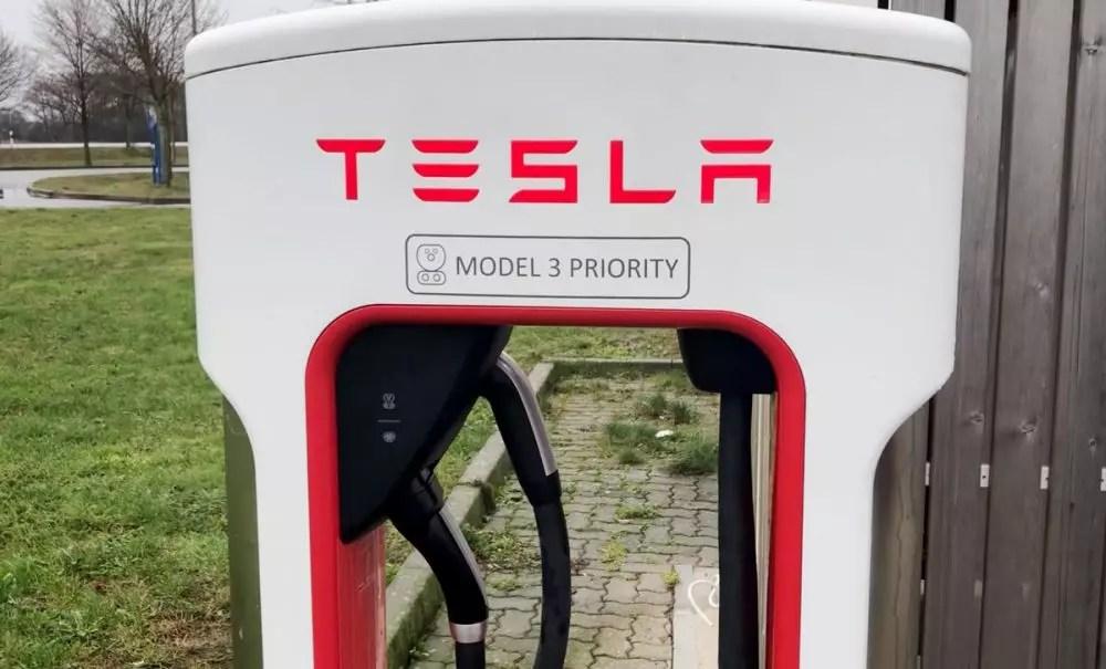 Tesla Supercharger CCS Stecker