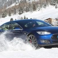 So macht sich Teslas Model S auf Schnee und Eis