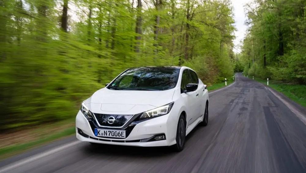 Nissan Leaf auf der Landstraße