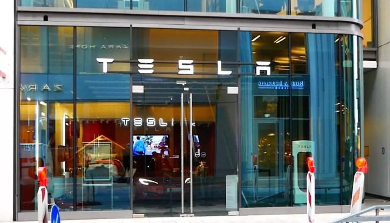 Tesla Store Hamburg Grosse Bleichen