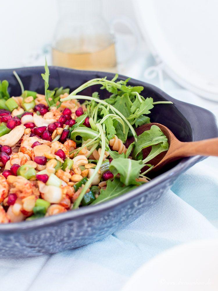 dreiraumhaus-montagsmampf-food-rezept-lifestyleblog-leipzig-linsennudeln-mit-granatapfel-salat
