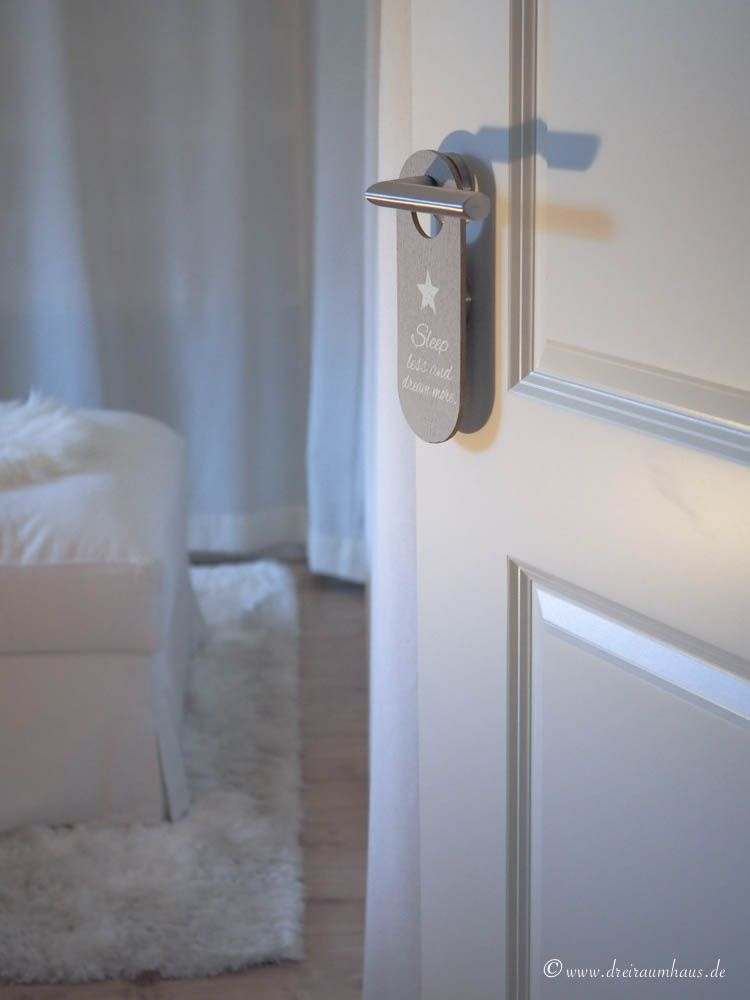 Warum ein Schlafzimmer Leidenschaft braucht (nicht nur im Bett!)...Schlafzimmer Einrichtung mit dem UNIVERSAL Versand aus Österreich.