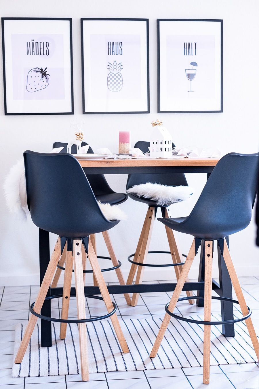 bartisch diy k che stehtisch selber bauen h ngeschrank k che gr e mit ger ten. Black Bedroom Furniture Sets. Home Design Ideas