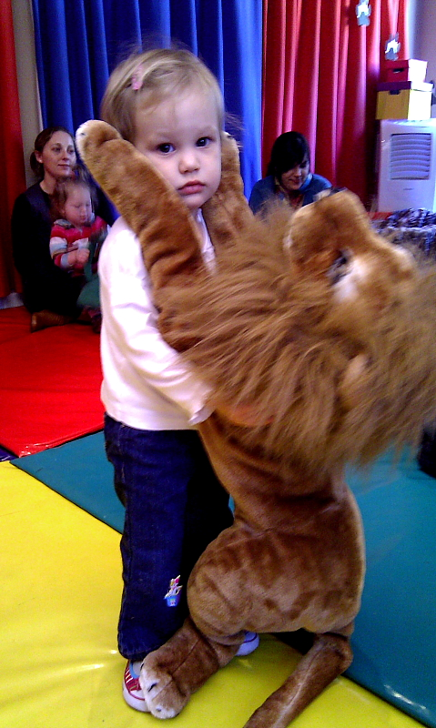 Dancing_with_the_lion