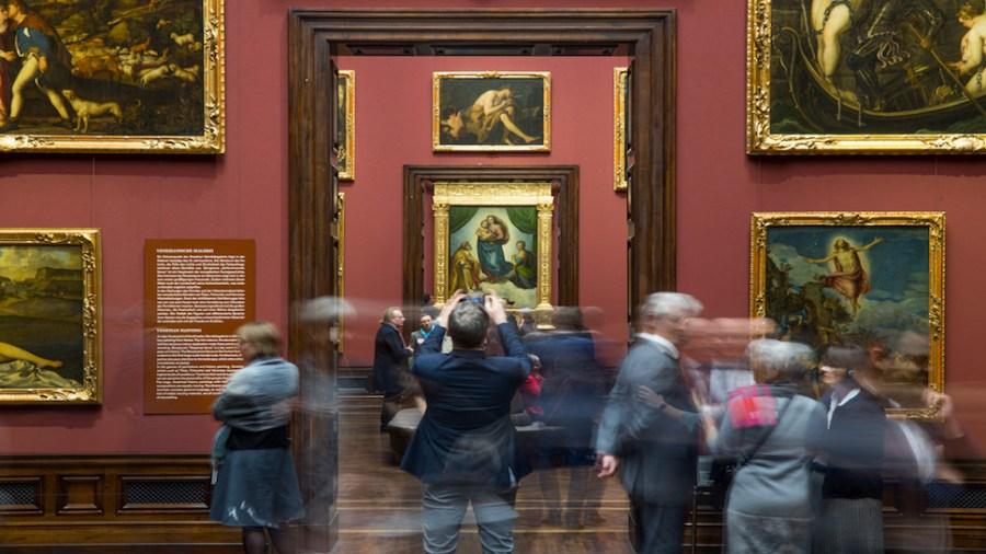 Besucher in der Galerie Alte Meister
