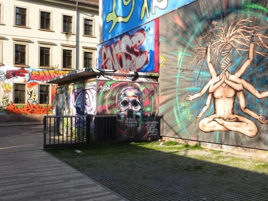 Die Flächen am Kulturzentrum Scheune (Alaunstraße/Louisenstraße) sind Eldorado für Street Art Künstler und Graffiti-Sprüher. Foto: Christoph Münch (DML-BY-NC)