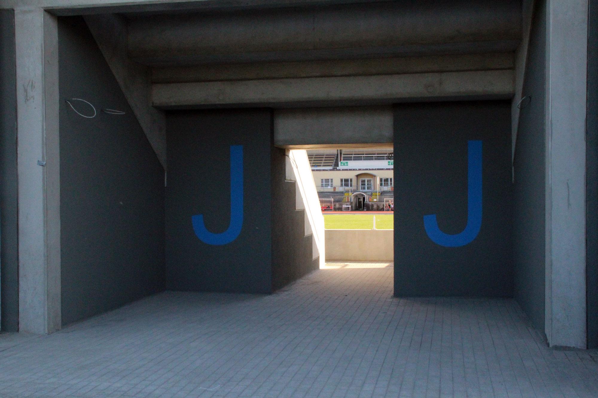 Neue Gegentribüne im Stadion ist fertig