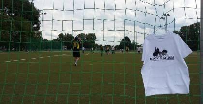 150 Fußballer setzen buntes Zeichen gegen Rassismus und Intoleranz