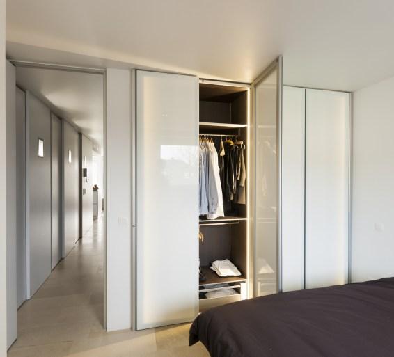 dressingkasten met wit glas