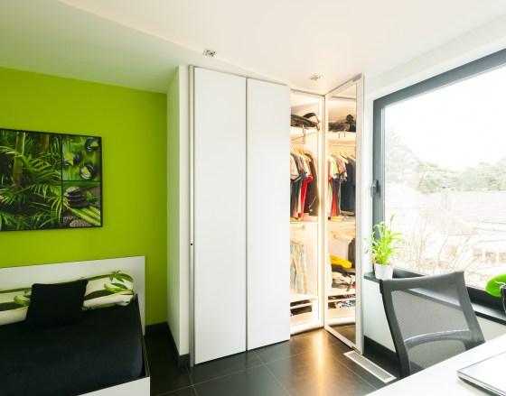 Inbouwkast slaapkamer met spiegel in de deuren
