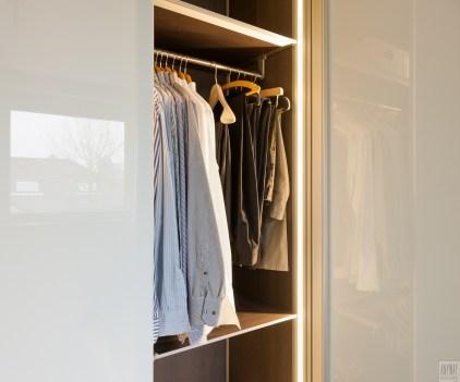 Garderobekasten op maat met led verlichting en glazen deuren