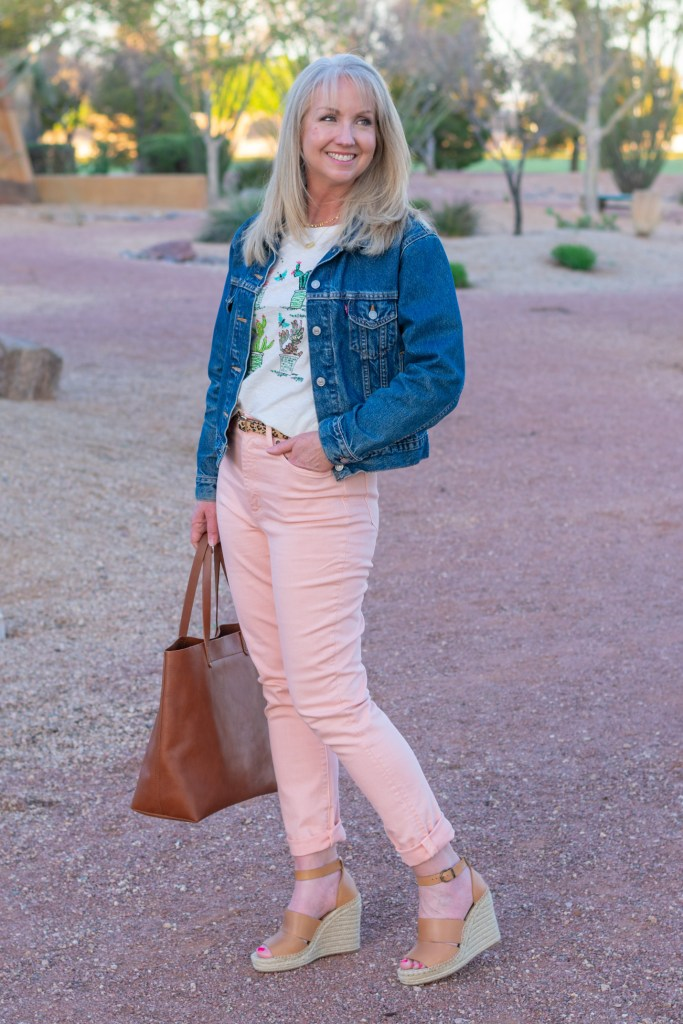 How to Style Pastel Jeans for Spring